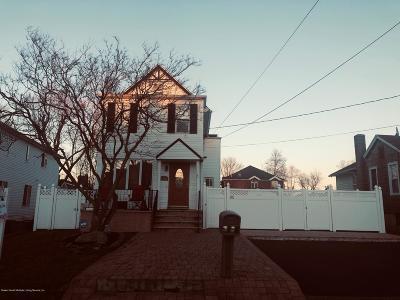 Single Family Home For Sale: 61 Van Wyck Avenue