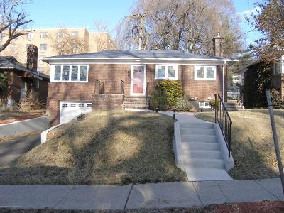 Single Family Home For Sale: 31 Clinton Court
