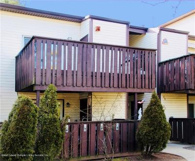 Staten Island Condo/Townhouse For Sale: 76 Timber Ridge Drive #2