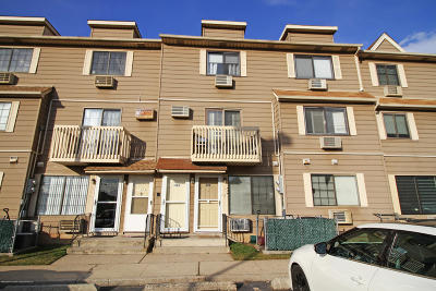 Staten Island Condo/Townhouse For Sale: 136 Lamped Loop #A
