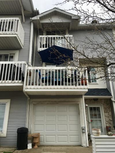 Staten Island Condo/Townhouse For Sale: 41 Country Drive E #76