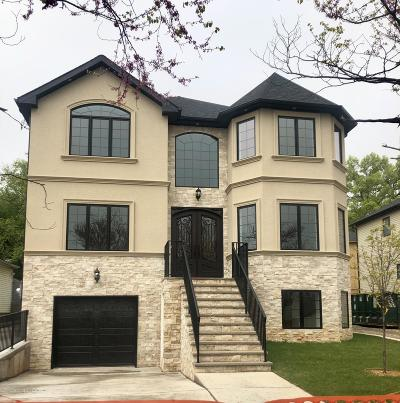 Staten Island NY Two Family Home For Sale: $1,299,900