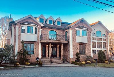 Staten Island Single Family Home For Sale: 15 Elizabeth Court