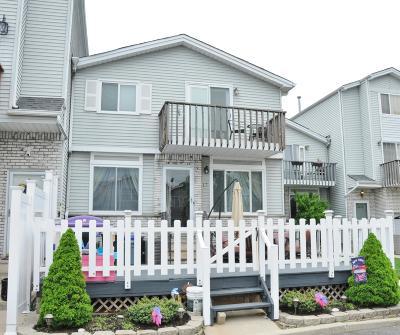 Single Family Home For Sale: 17 Sunset Lane
