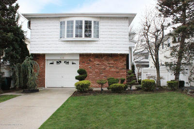 Staten Island Single Family Home For Sale: 438 Genesee Avenue