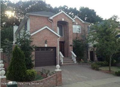 Single Family Home For Sale: 64 Covington Circle