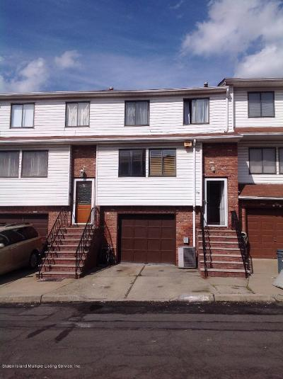 Staten Island Single Family Home For Sale: 95 Country Drive N