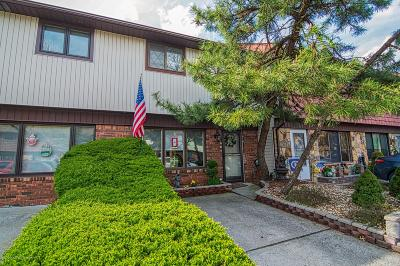 Staten Island Condo/Townhouse For Sale: 59 Rolling Hill Green