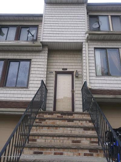 Condo/Townhouse For Sale: 160 Dinsmore Street #B