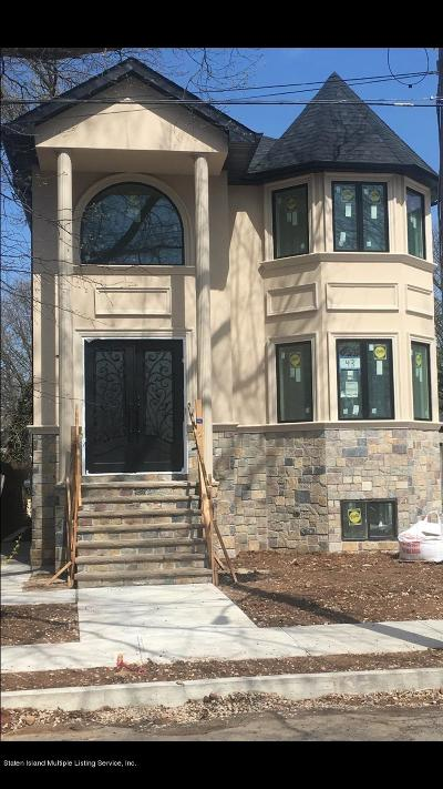 Staten Island Two Family Home For Sale: 43 Ramblewood Ave
