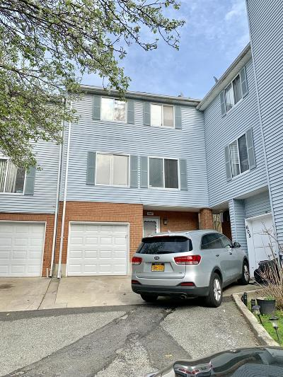 Staten Island Single Family Home For Sale: 607 Ilyssa Way