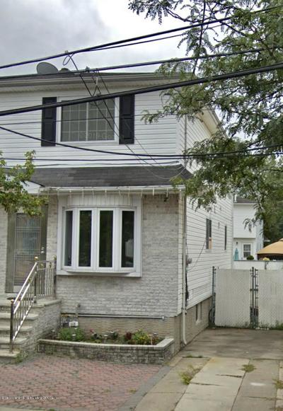Semi-Attached For Sale: 122 Winfield Street