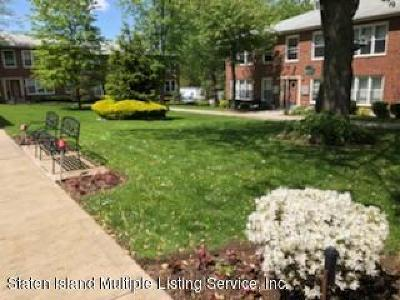 Staten Island Co-op For Sale: 475 Armstrong Avenue #3e