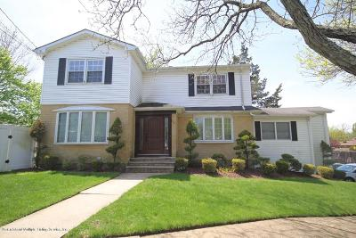Staten Island Single Family Home For Sale: 50 Woods Of Arden Road