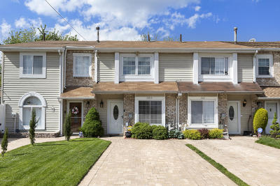 Staten Island Single Family Home For Sale: 309 Lamberts Lane