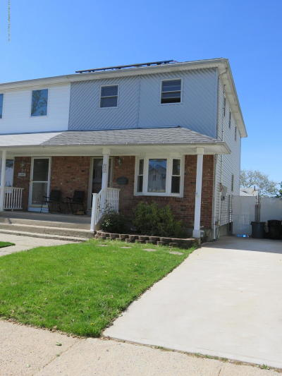 Staten Island Semi-Attached For Sale: 29 Middle Loop Road