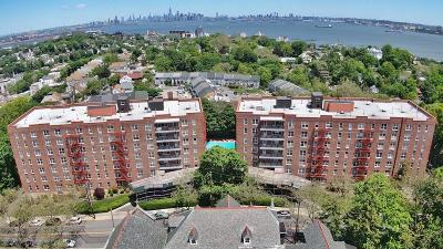Staten Island Condo/Townhouse For Sale: 55 Austin Place #2s