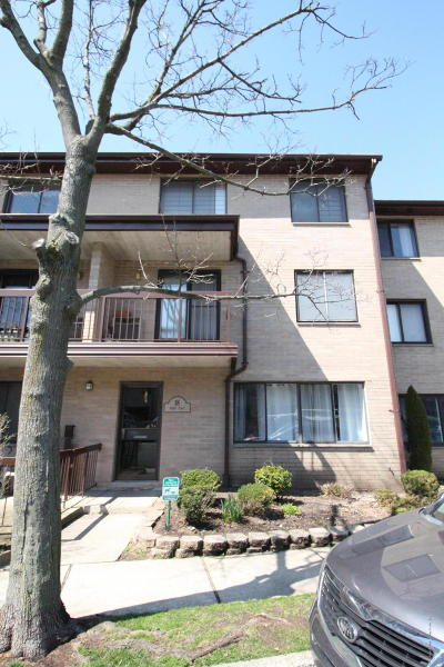 Condo/Townhouse For Sale: 18 Kathy Place #1b