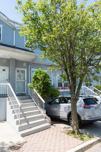 Staten Island NY Single Family Home For Sale: $408,000