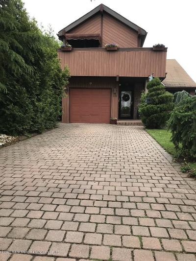 Staten Island NY Single Family Home For Sale: $700,000