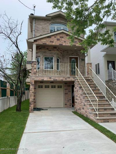 Staten Island Single Family Home For Sale: 445 Manhattan Street