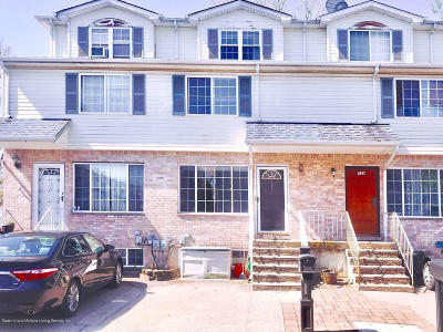 Staten Island Single Family Home For Sale: 132 Pelican Circle