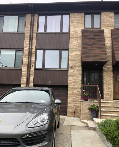 Staten Island Single Family Home For Sale: 318 Grasmere Drive