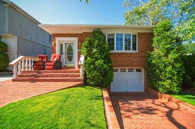 Single Family Home For Sale: 131 Benedict Avenue