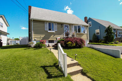 Staten Island Single Family Home For Sale: 117 Home Place