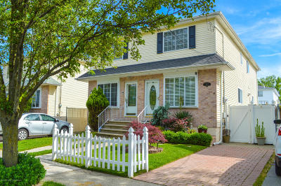 Semi-Attached For Sale: 387 Quintard Street