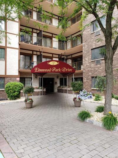 Condo/Townhouse For Sale: 2 Elmwood Park Drive #224