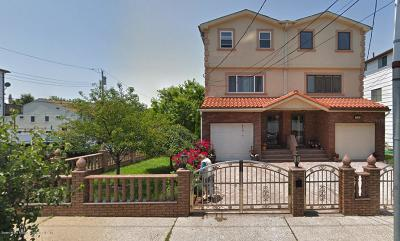 Staten Island Two Family Home For Sale: 714 Willowbrook Road