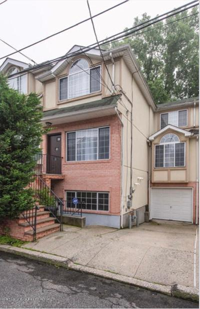Staten Island Single Family Home For Sale: 32 Cranberry Court