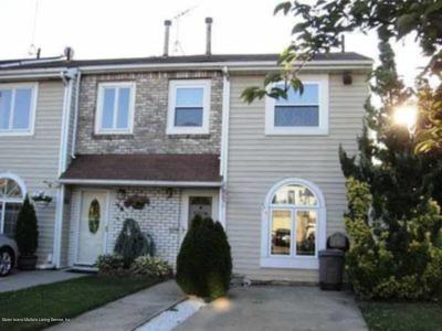 Single Family Home For Sale: 72 Elson Street