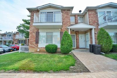 Staten Island Condo/Townhouse For Sale: 61 Saturn Lane #A