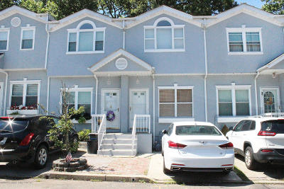 Staten Island NY Single Family Home For Sale: $425,000
