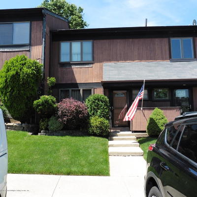 Staten Island Condo/Townhouse For Sale: 30 Hemlock Court