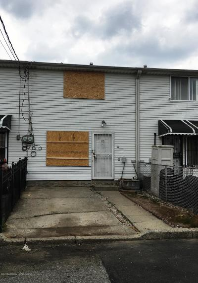 Staten Island Single Family Home For Sale: 22 Susan Court