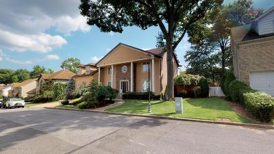 Staten Island Single Family Home For Sale: 55 Old Farmers Lane