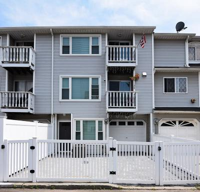 Staten Island Single Family Home For Sale: 12 Simmons Loop