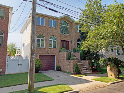 Staten Island Single Family Home For Sale: 305 Amber Street