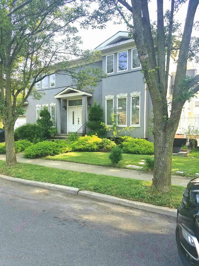 Staten Island Single Family Home For Sale: 295 Jefferson Boulevard