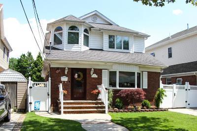 Single Family Home For Sale: 39 Wilson Street