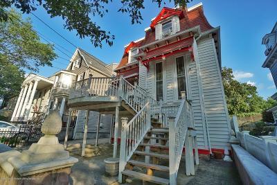 Single Family Home For Sale: 70 Harrison Street