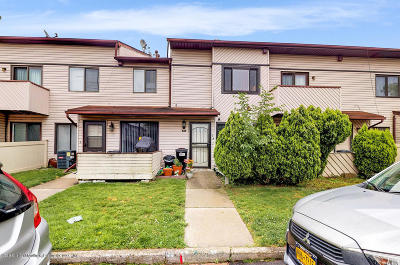 Staten Island Condo/Townhouse For Sale: 19 Wolkoff Lane