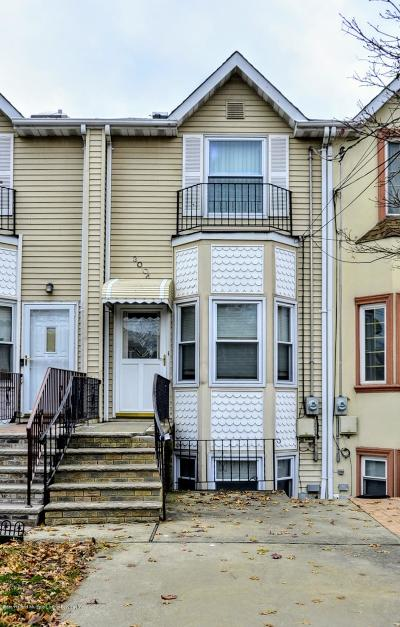 Staten Island Single Family Home For Sale: 300 Woodbine Avenue #A