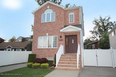Staten Island Two Family Home For Sale: 423 Darlington Avenue