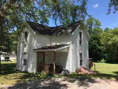 Massena NY Single Family Home For Sale: $32,000