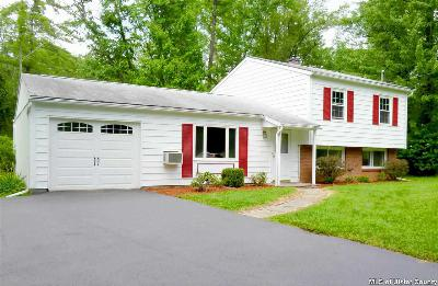 Single Family Home Sold: 9 Dover Ct