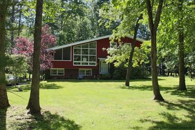 Woodstock NY Single Family Home Fully Executed Contract: $185,000
